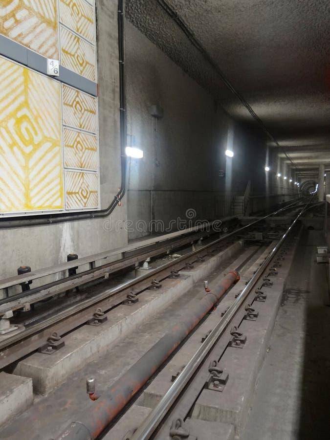 Διαδρομές σιδηροδρόμου της κόκκινης γραμμής μετρό στην καθολική πόλη, Λος Άντζελες στοκ φωτογραφίες