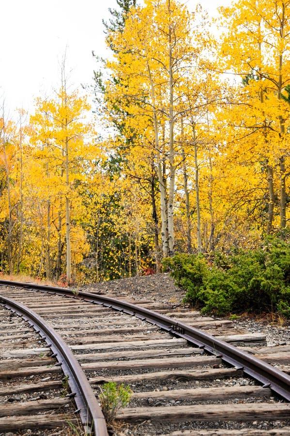 Διαδρομές τραίνων φθινοπώρου στοκ εικόνες με δικαίωμα ελεύθερης χρήσης