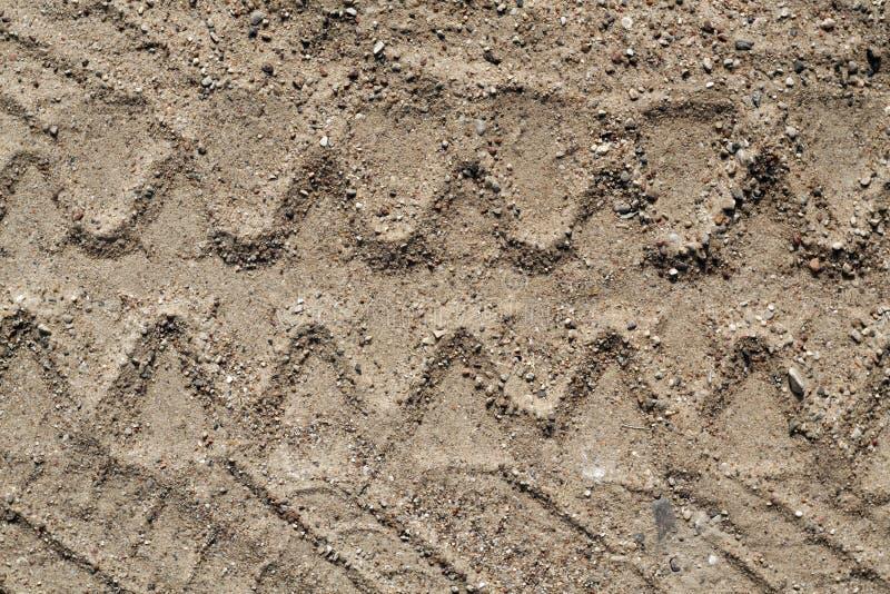 Διαδρομή ελαστικών αυτοκινήτου φορτηγών στην άμμο στοκ φωτογραφίες με δικαίωμα ελεύθερης χρήσης