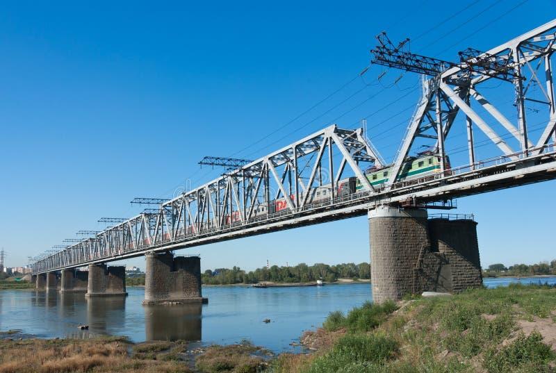 Δια τη σιβηρική γέφυρα σιδηροδρόμων στοκ εικόνα με δικαίωμα ελεύθερης χρήσης