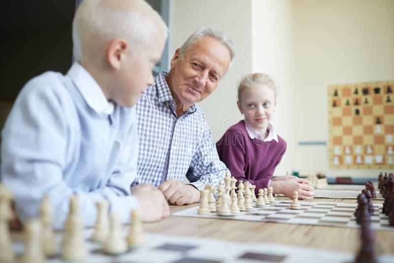 Διδασκαλία παππούδων grandkids στοκ εικόνα