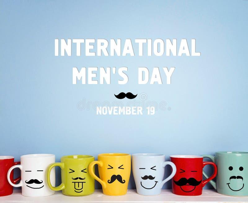 Διεθνές υπόβαθρο ημέρας ατόμων ` s με τις ζωηρόχρωμες κούπες με mus στοκ φωτογραφία