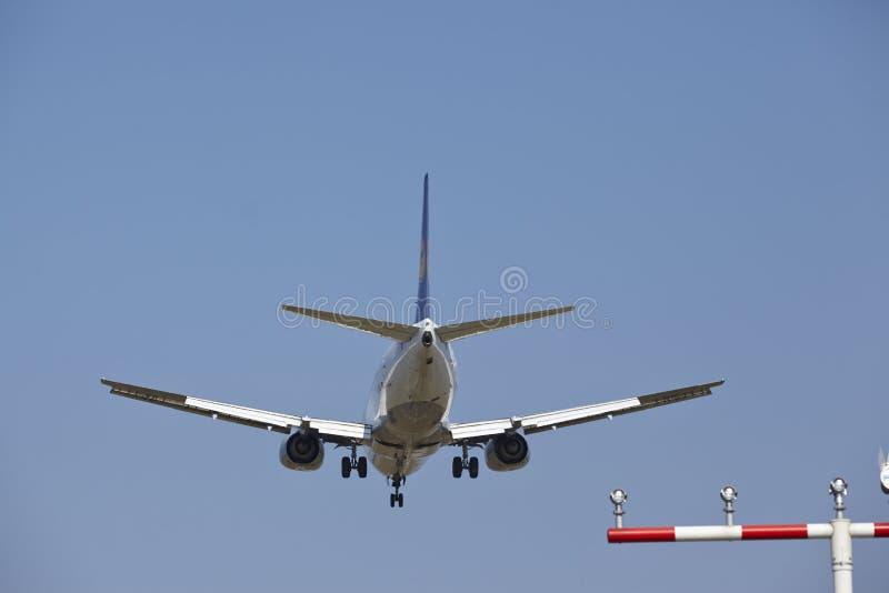 Διεθνής αερολιμένας της Φρανκφούρτης (Γερμανία) - προσέγγιση προσγείωσης στοκ εικόνα