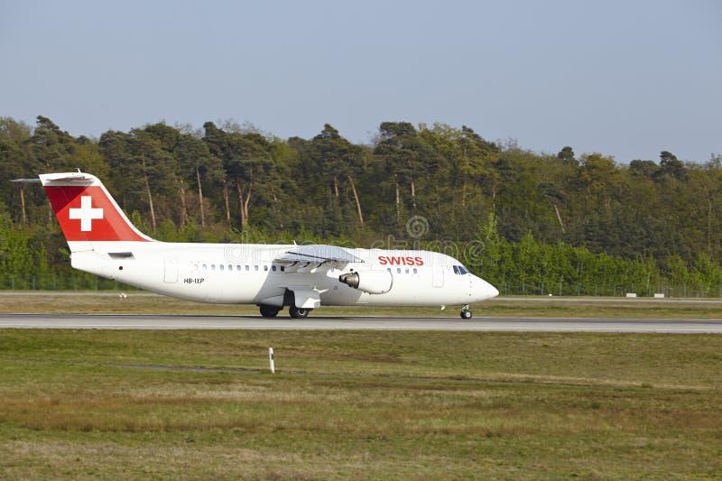 Διεθνής αερολιμένας της Φρανκφούρτης - Avro RJ100 Ελβετού απογειώνεται στοκ φωτογραφία με δικαίωμα ελεύθερης χρήσης