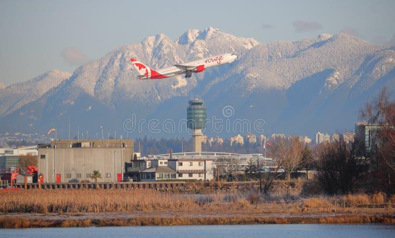 Διεθνής αερολιμένας του Βανκούβερ φύλλων του Air Canada αεριωθούμενος στοκ εικόνα