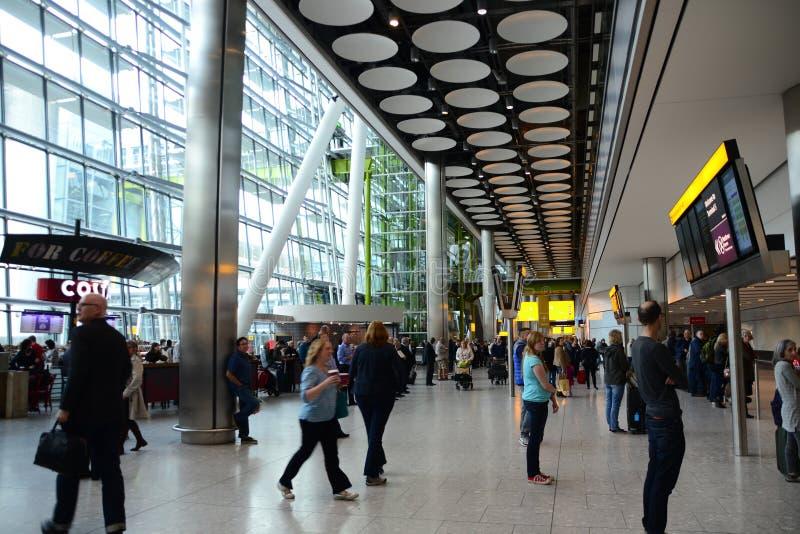 Διεθνής αερολιμένας Heathrow αφίξεων T5 στοκ φωτογραφία