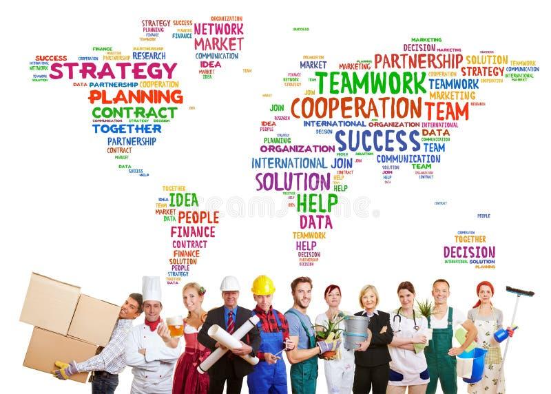 Διεθνής ομαδική εργασία με πολλά επαγγέλματα στοκ εικόνες