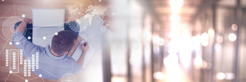 Διεπαφή επιχειρησιακών επικαλύψεων με τον επιχειρηματία και lap-top με τη μετάβαση στοκ φωτογραφία