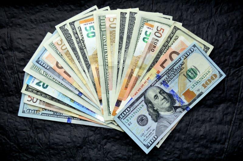 Διεσπαρμένα δολάρια και ευρώ στοκ φωτογραφία με δικαίωμα ελεύθερης χρήσης
