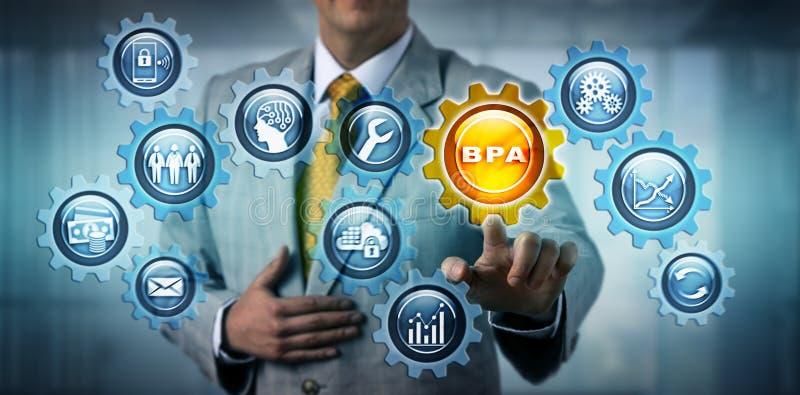 Διευθυντής που ενεργοποιεί το εικονίδιο BPA στο εικονικό τραίνο εργαλείων στοκ φωτογραφία με δικαίωμα ελεύθερης χρήσης