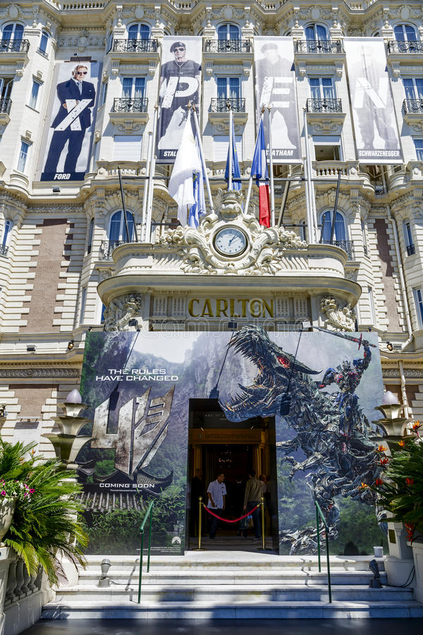 Διηπειρωτική είσοδος ξενοδοχείων του Carlton Κάννες στοκ φωτογραφία με δικαίωμα ελεύθερης χρήσης