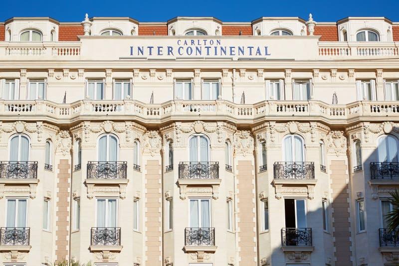 Διηπειρωτική πρόσοψη του Carlton ξενοδοχείων πολυτελείας στις Κάννες στοκ φωτογραφία