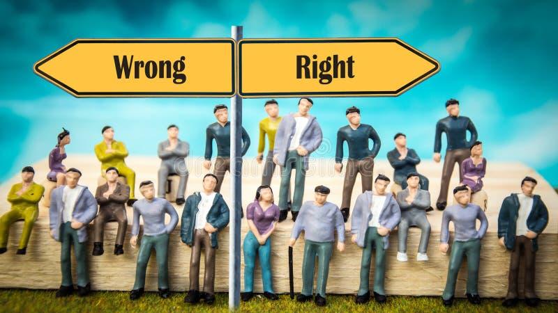 Δικαίωμα σημαδιών οδών εναντίον λανθασμένου στοκ εικόνες