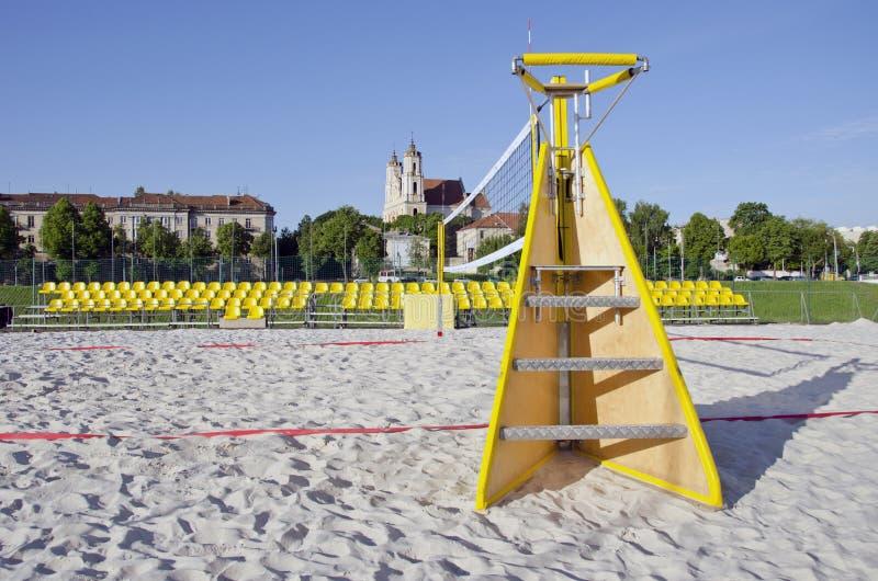 Δικαστήριο πετοσφαίρισης παραλιών στην πόλη Vilnius κοντά στον ποταμό Neris στοκ φωτογραφία με δικαίωμα ελεύθερης χρήσης