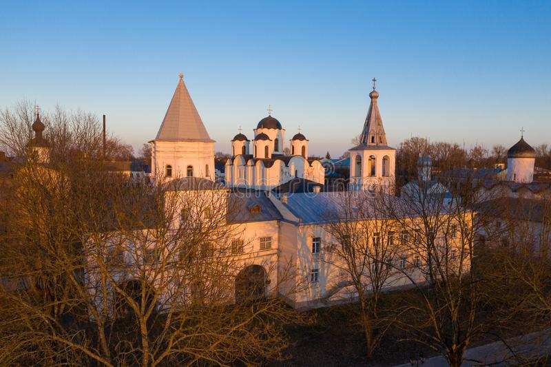 Δικαστήριο Yaroslav σε Veliky Novgorod Nikolo-Dvorishchensky καθεδρικός ναός, ένας σημαντικός ιστορικός τουριστικός χώρος της Ρωσ στοκ φωτογραφίες