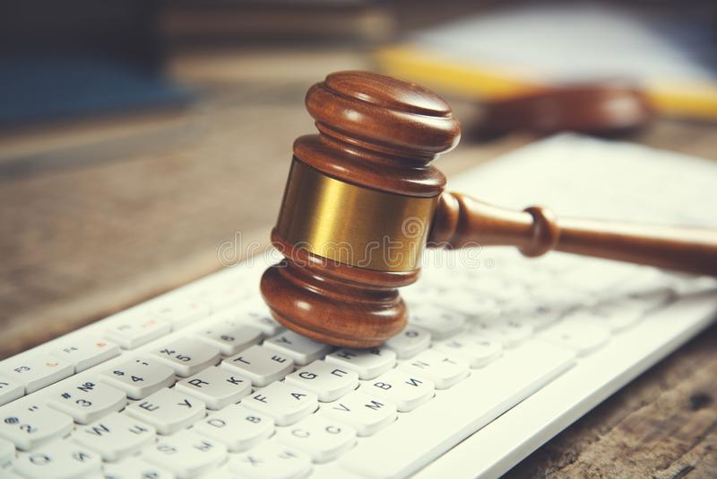 Δικαστής στο πληκτρολόγιο στοκ φωτογραφίες με δικαίωμα ελεύθερης χρήσης