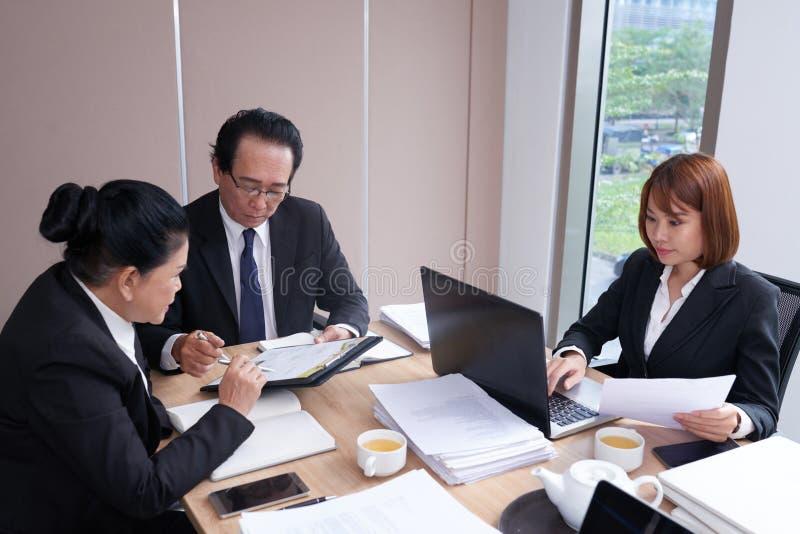 Δικηγόροι στην εργασία στοκ φωτογραφίες με δικαίωμα ελεύθερης χρήσης