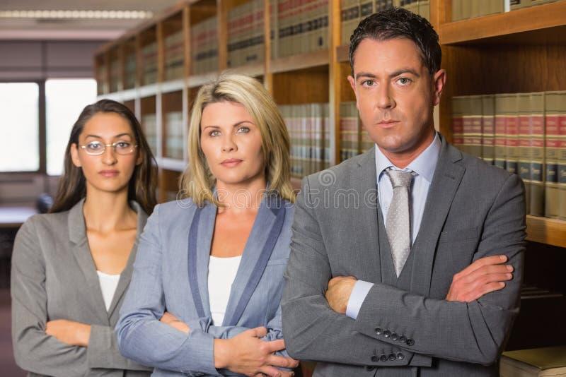 Δικηγόροι στη βιβλιοθήκη νόμου στοκ εικόνα με δικαίωμα ελεύθερης χρήσης