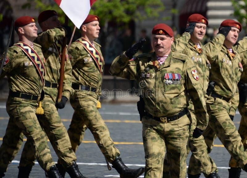 Διοικητής ενός χωριστού τμήματος Στρατεύματα Dzerzhinsky της εθνικής φρουράς ταγματάρχης Dmitry Cherepanov στην παρέλαση στοκ εικόνα