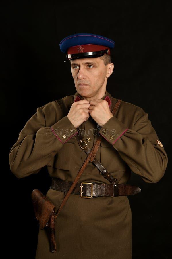 Διοικητής συνταγματάρχη με ένα πυροβόλο όπλο στοκ φωτογραφία με δικαίωμα ελεύθερης χρήσης