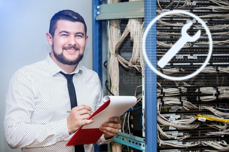 Διοικητής ΤΠ στον κεντρικό υπολογιστή στοκ φωτογραφία