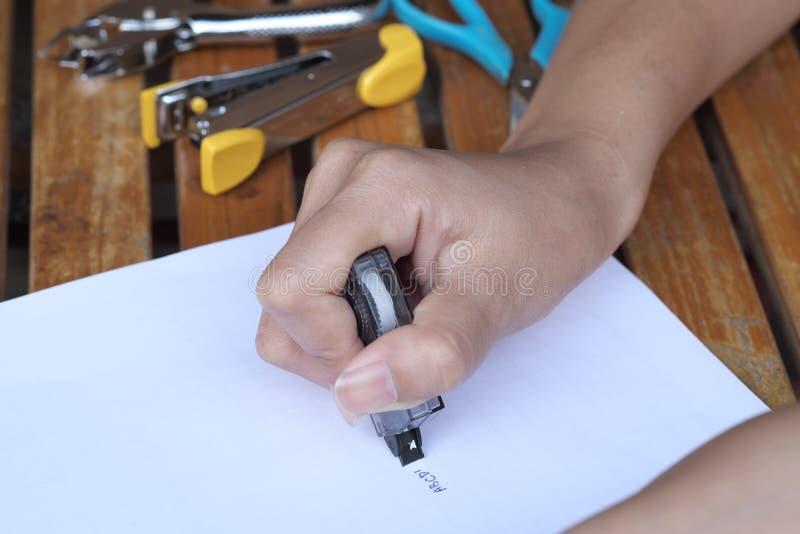 Διορθωτής εκμετάλλευσης χεριών στοκ φωτογραφίες με δικαίωμα ελεύθερης χρήσης