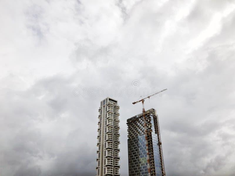 ΔΙΟΣΚΟΡΕΑ ΡΟΠΑΛΩΝ, ΙΣΡΑΗΛ 10 ΦΕΒΡΟΥΑΡΊΟΥ 2019: Υψηλά κατοικημένα κτήρια στη διοσκορέα ροπάλων, Ισραήλ στοκ εικόνα με δικαίωμα ελεύθερης χρήσης