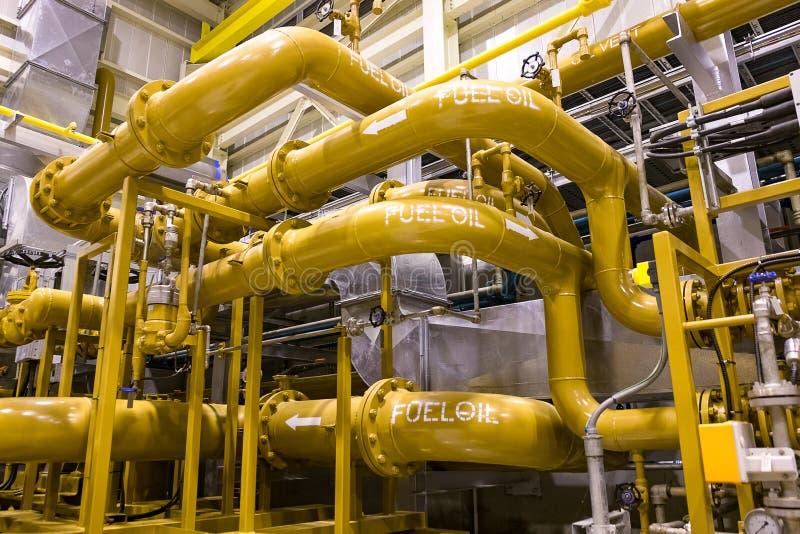 Διοχέτευση με σωλήνες μαζούτ στις εγκαταστάσεις παραγωγής ενέργειας στοκ εικόνα