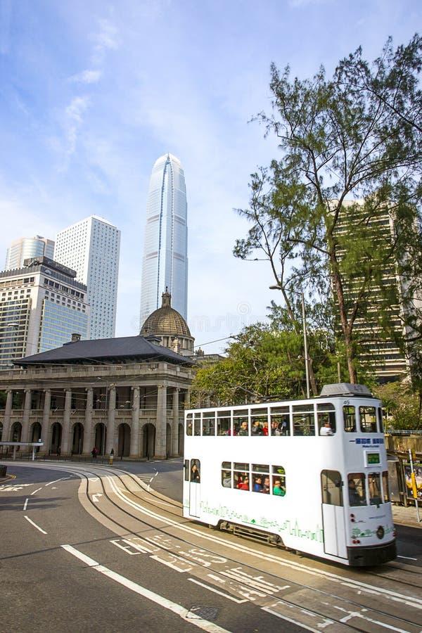Διπλοί τραμ και ουρανοξύστες στο νησί Χονγκ Κονγκ στοκ φωτογραφία με δικαίωμα ελεύθερης χρήσης