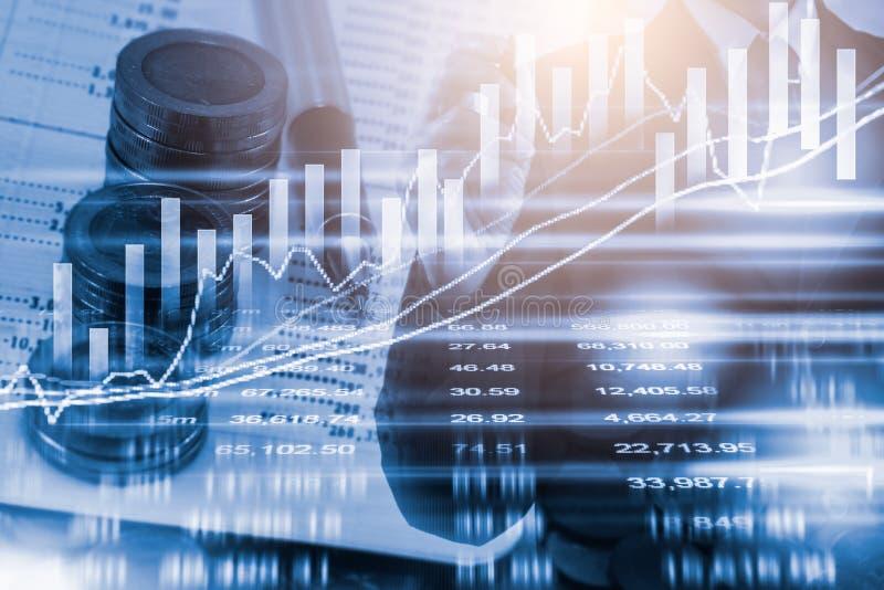 Διπλός επιχειρηματίας έκθεσης και χρηματιστήριο ή κοστούμι γραφικών παραστάσεων Forex στοκ εικόνες με δικαίωμα ελεύθερης χρήσης