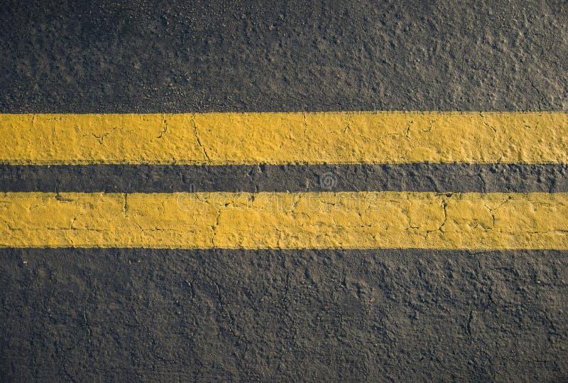 Διπλός κίτρινος διαιρέτης γραμμών στοκ φωτογραφίες με δικαίωμα ελεύθερης χρήσης