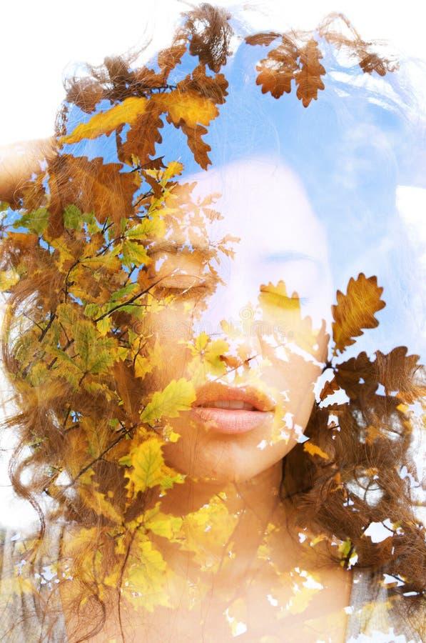 Διπλό πορτρέτο έκθεσης ένα των όμορφων εθνικών συνδυασμένων πρότυπο WI στοκ φωτογραφίες με δικαίωμα ελεύθερης χρήσης