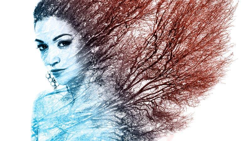 Διπλό πορτρέτο έκθεσης της ελκυστικής γυναίκας που συνδυάζεται με τη φωτογραφία στοκ εικόνα με δικαίωμα ελεύθερης χρήσης