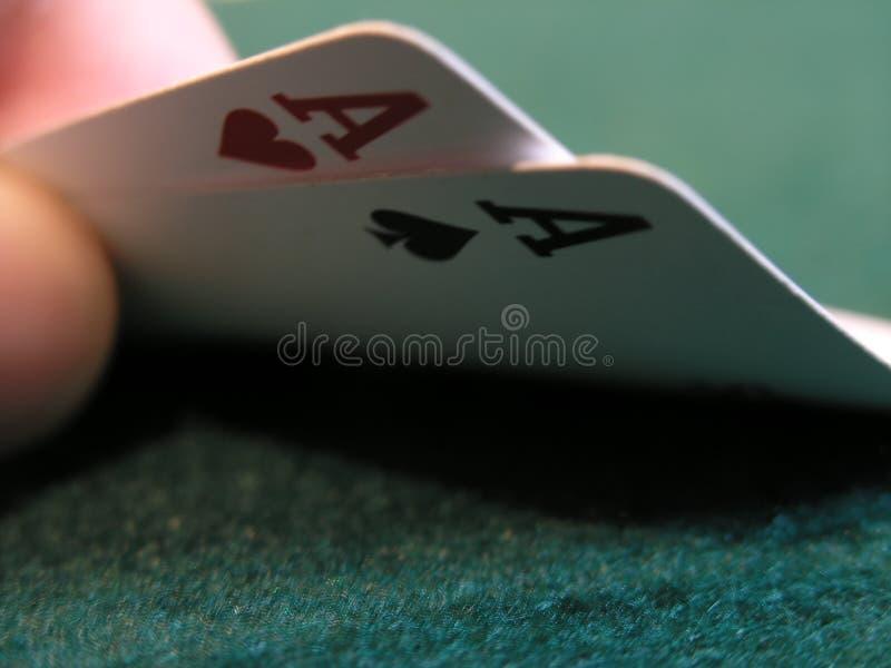 διπλό πόκερ χεριών άσσων στοκ εικόνες