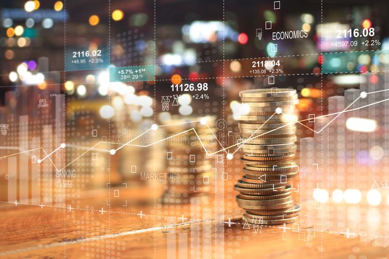 Διπλό explosure με το διάγραμμα επιχειρησιακών γραφικών παραστάσεων και τις σειρές του νομίσματος στοκ φωτογραφία