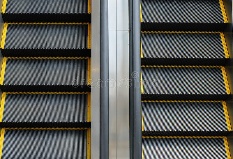 Διπλής κατεύθυνσης κυλιόμενη σκάλα στοκ φωτογραφίες