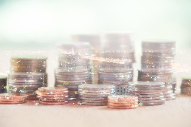 Διπλή έκθεση της πόλης και σειρές των νομισμάτων στοκ φωτογραφίες με δικαίωμα ελεύθερης χρήσης