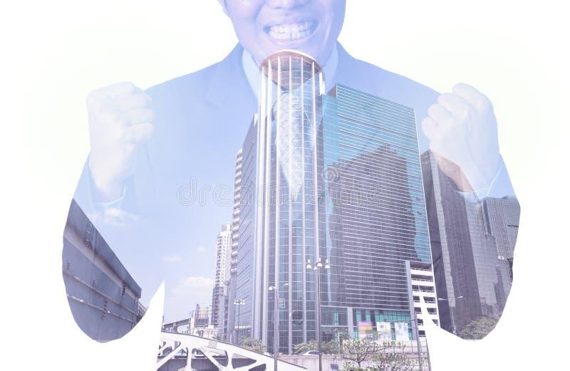 Διπλή έκθεση του επιχειρηματία με τη εικονική παράσταση πόλης, σύγχρονο γυαλί Busi στοκ εικόνες με δικαίωμα ελεύθερης χρήσης