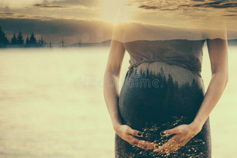 Διπλή εικόνα έκθεσης της εγκύου γυναίκας στοκ φωτογραφία με δικαίωμα ελεύθερης χρήσης