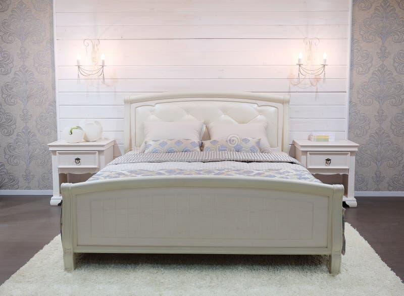 Διπλό κρεβάτι στοκ εικόνα με δικαίωμα ελεύθερης χρήσης