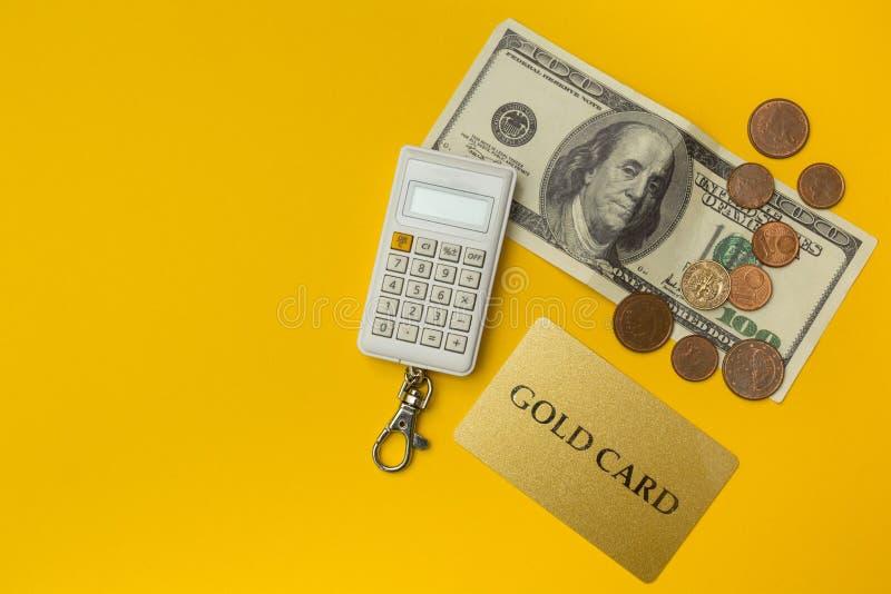 Δολάρια ΗΠΑ, υπολογιστής και πιστωτική κάρτα Υπόβαθρο έννοιας επιχειρήσεων και χρηματοδότησης στοκ εικόνες