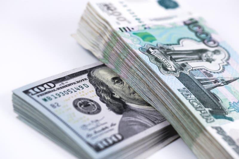 Δολάρια και ρούβλια τραπεζογραμματίων στοκ εικόνα
