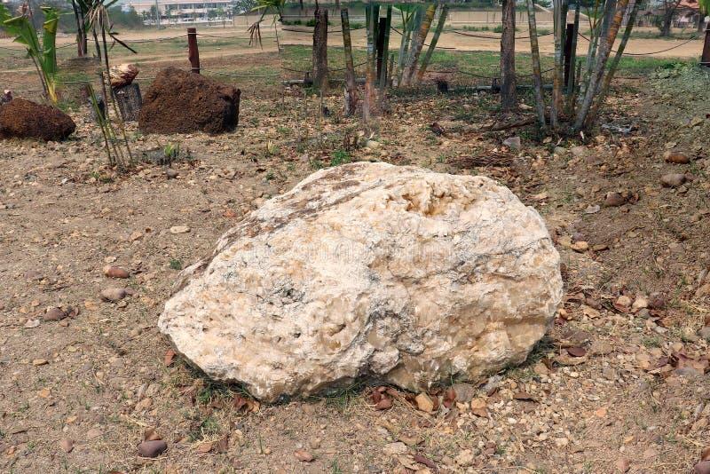 Δολομίτης: είναι ένα άνυδρο μετάλλευμα ανθρακικού άλατος που αποτελείται από το ανθρακικό άλας μαγνήσιου ασβεστίου, ιδανικά, στον στοκ φωτογραφίες