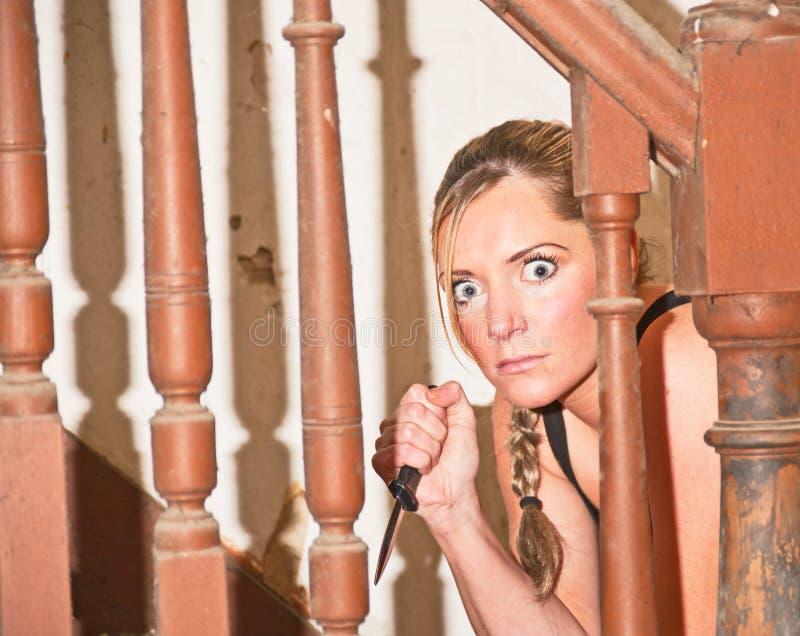 Δολοφονική γυναίκα με το στιλέτο. στοκ εικόνες με δικαίωμα ελεύθερης χρήσης