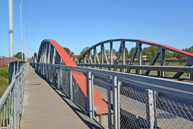 Δομές μετάλλων της γέφυρας επτά-αψίδων Znamensk, περιοχή Kaliningrad στοκ εικόνες