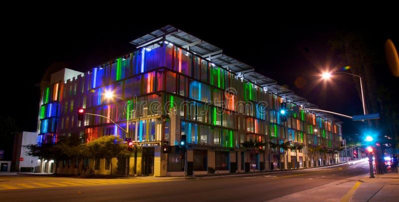 Δομή χώρων στάθμευσης στο Λος Άντζελες με τη ζωηρόχρωμη ACC στοκ εικόνα