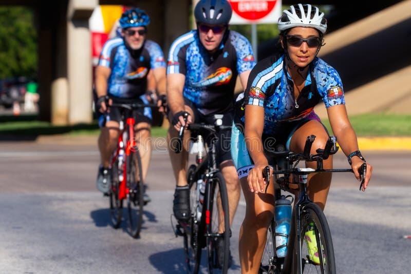 Δονηθείτε από τη φυλή ποδηλάτων κόλασης στο Τέξας στοκ εικόνες