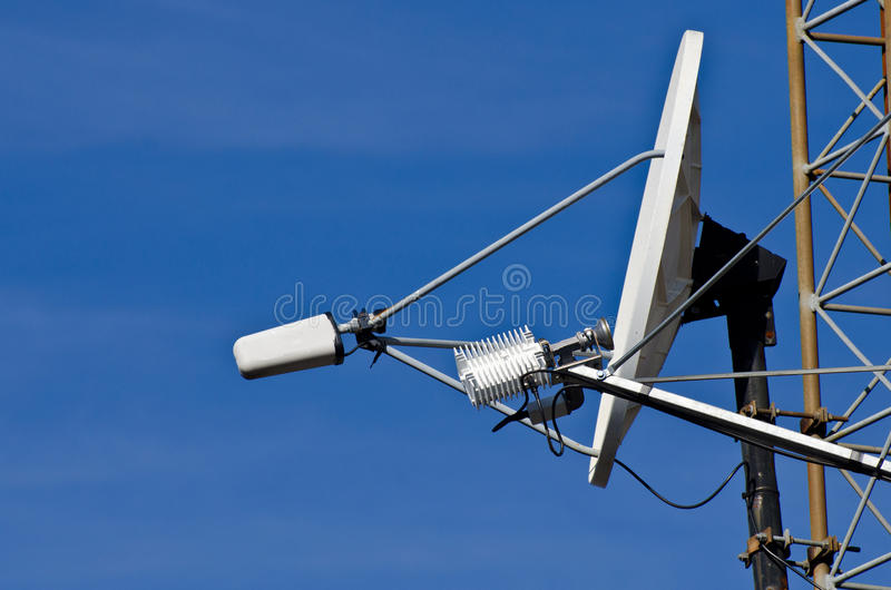 δορυφορικός πύργος πιάτω στοκ φωτογραφία με δικαίωμα ελεύθερης χρήσης