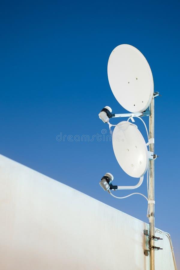 δορυφόρος δύο κεραιών στοκ φωτογραφίες με δικαίωμα ελεύθερης χρήσης