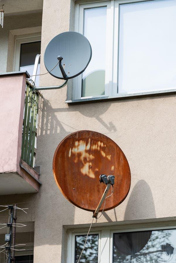 δορυφόρος δύο πιάτων στοκ εικόνες
